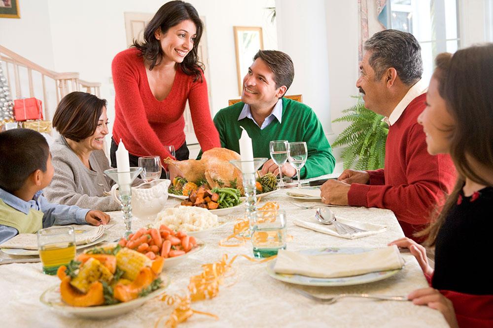 As festas de fim de ano são uma tentação. Para não engordar é preciso muito foco e cuidado com os exageros. Saiba como aproveitar sem excessos.