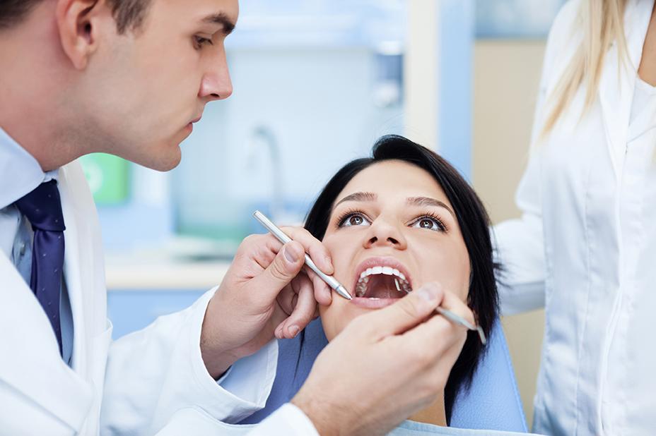 Tirar o dente do siso é mais comum do que pensamos. Se você tirou, sabe que é um processo dolorido e que requer recuperação adequada. Veja os cuidados.