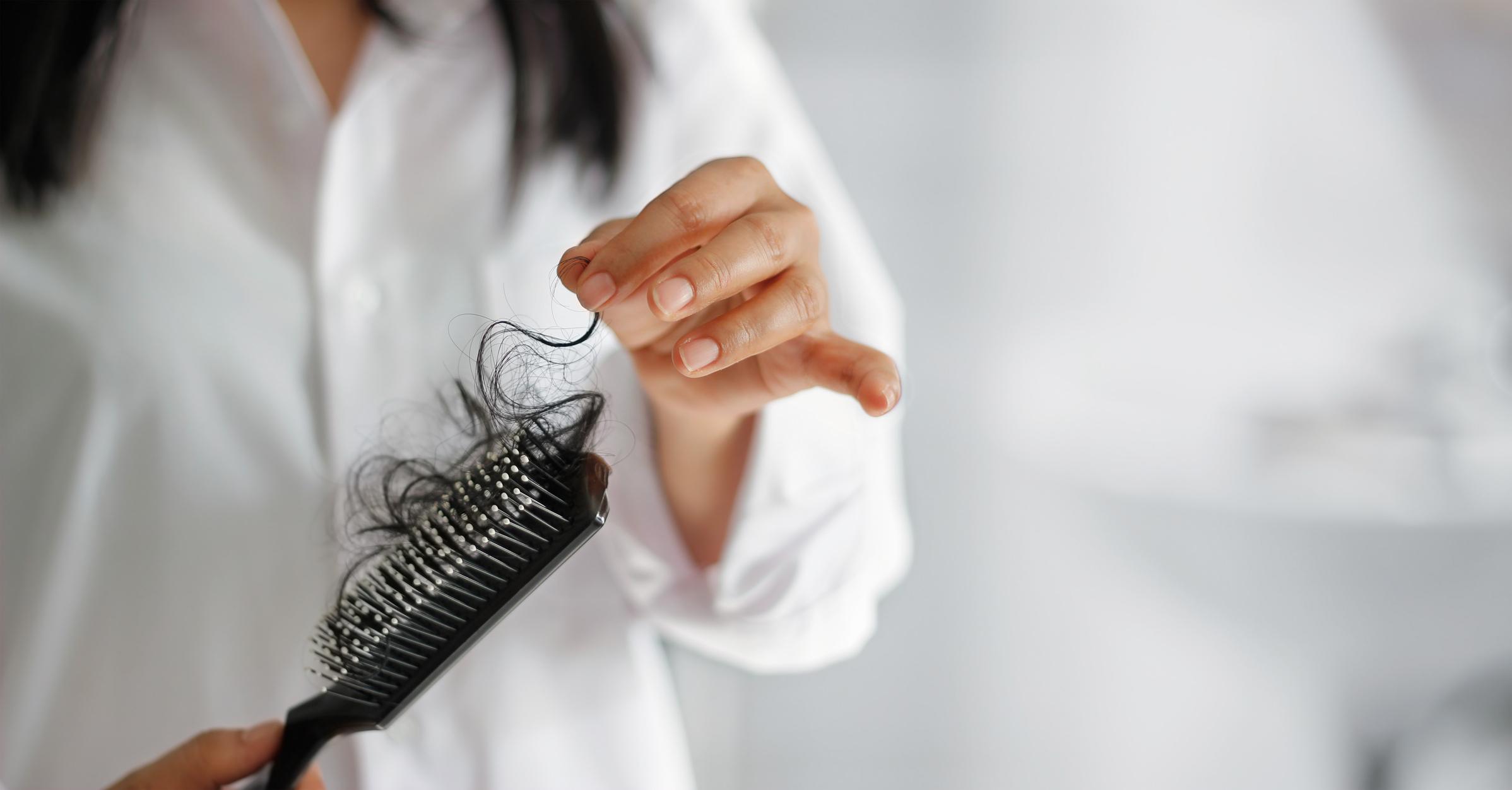 Muitas pessoas têm hábitos prejudiciais para o cabelo e nem desconfiam que afetam a saúde dos fios. Conheça os hábitos prejudiciais para o cabelo!