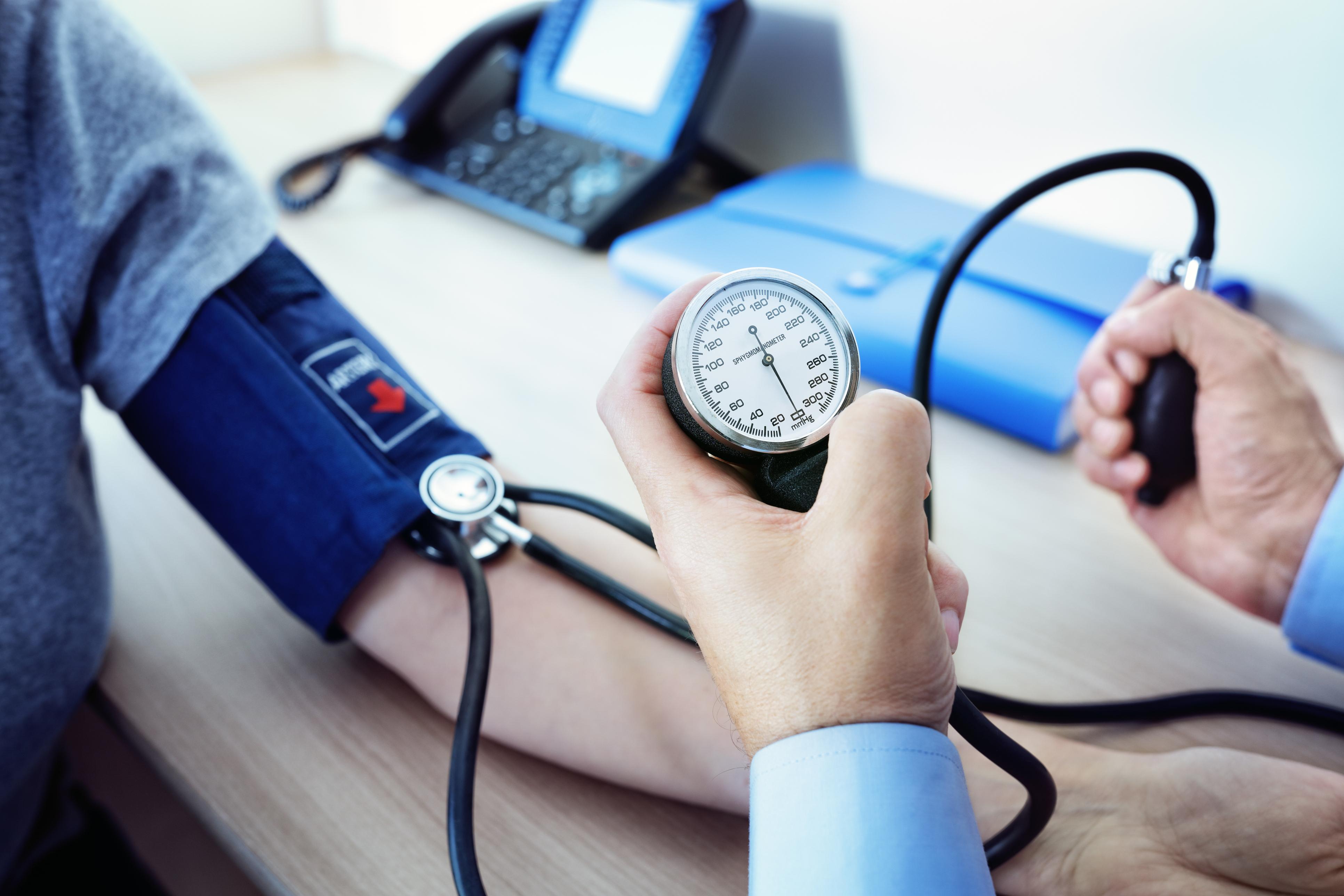 Sempre pensamos em fazer um checkup médico anual, mas nem sempre colocamos em prática essa teoria. Praticar atividades físicas ou ter uma alimentação saudável estão nos planos. Veja 7 motivos para você realizar um checkup médico e cuidar mais da sua saúde.