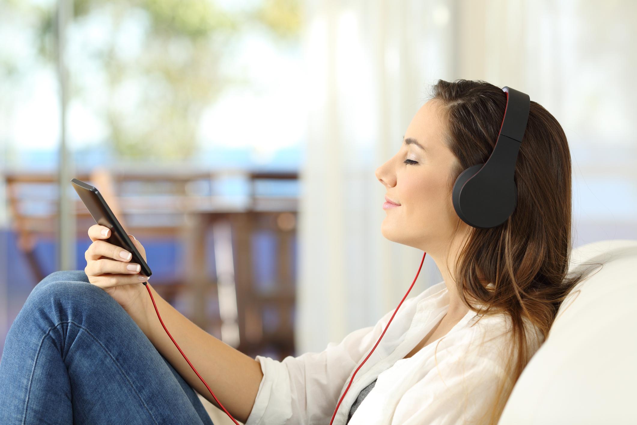 O uso de fones de ouvido deve ser usado com moderação, levando em conta o nível do volume. Mas existem outras preocupações que devem ser levadas em consideração.