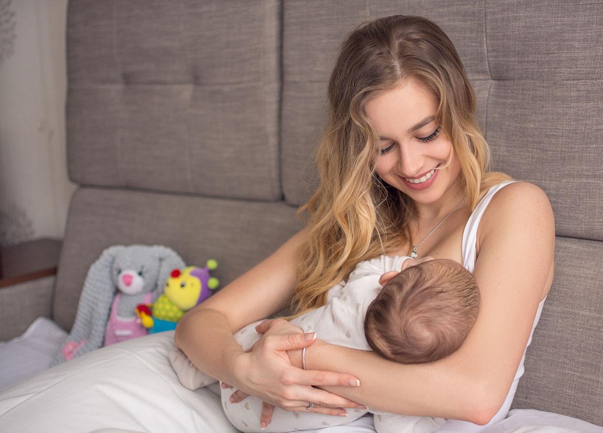 A amamentação é fundamental para o desenvolvimento do bebê. O ato de amamentar também ajuda a mãe a criar um vínculo com o seu bebê.